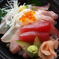 """海女の小屋与望亭 - 地魚7種類を盛った""""川奈丼""""伊豆を探せど、この贅沢さは与望亭だけ!板長渾身の海鮮丼です。"""