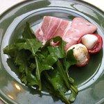 タベルネッタ アグレスト - コースの前菜 チーズ、ルッコラ、自家製ハム