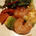 ラ・フィーユ - 赤えびとスーパーフルーツトマト、アボカドのマリネ、バルサミコ風味