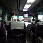 松岡 - 朝一番のバスにも係わらず、そこそこの人が乗ってきましたよ。 難波でも乗ってきて、8割がた埋まった感じです。 結構、乗る人が多いんですね。 さあ、高松に向かって出発です!!