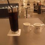 FURLA CAFE - アイスコーヒーと地下店内