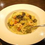 PASTAまにあ - エビと地中海野菜のバジルスープスパ