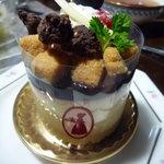シェリール - 料理写真:【2010.12.29】プラリネとカシスのムース♪とても繊細で美しいケーキです☆