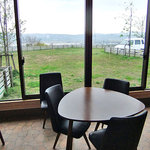 鎌田養鶏 たまご畑 - テーブル席