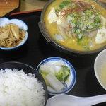 多加箸 - ホルモン鍋定食 750円