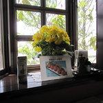 青野 - 出窓には花が
