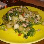タケハーナ - ブロッコリーとナッツと梨の炒め物