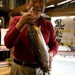 7701694 - 一人でカツオ一匹でも食べれちゃうとご主人。笑顔最高です。