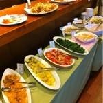 花こうじ - 野菜料理を中心とした料理が並んでいます。