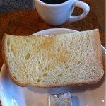 花こうじ - 見た目変哲ない食パンですが、食べると、「オヤ!?」と思うはずです。