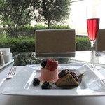 7747586 - 4月のパティシエ・スイーツセレクション 桜と抹茶のダブルムース 小豆のパウンドケーキを添えて +スパークリングワイン