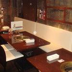 蔵 庵 - 落ち着いた雰囲気の2階のテーブル席