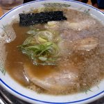 豚の骨 - にぼしラーメン700円です。 これは私の大好きなスープでした。 にぼしの味がガツーンってきましたね~。 食べ終わった後に少しにがみがありますねって、店主さんと奥さんとお話をさせてもらったんですが、わざ