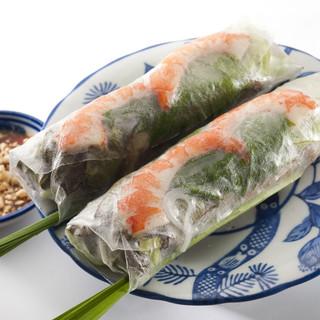 ベトナムちゃん - 料理写真:ぷりっぷりの生春巻き。特製の味噌だれでどうぞ。お肉もたっぷり、お野菜もぎっしり。