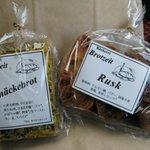 ベッカライ・ブロートツァイト - RuskとKnäckebrot(クネッケブロートふすま入りの焼き菓子の意)