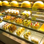 プティ・パトラン洋菓子店 - ケーキショーケース