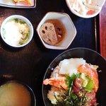 居食家 ヱビス水産 - 海鮮丼の昼定食
