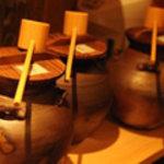 """ダイニング酒場 風"""" - オリジナルの壷焼酎!手前から芋、麦、泡盛(各一杯100mlで600円)、プレミアム芋"""
