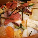 寿司処 六ちゃん - おまかせ丼アップ