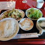 龍鳳館 - 料理写真:回鍋肉(肉とキャベツの甘みそ炒め)\680