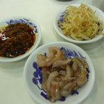 天ぷらのひらお - 無料の惣菜:食べるラー油、イカの塩辛ゆず風味、辛もやし