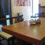 柿の葉寿し 柿吉 - テーブル席