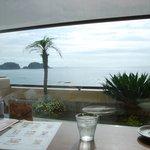 カフェ・ド・マンマ - カウンター席から見える海