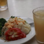 東京ベリーニカフェ - サラダバーからたっぷりの野菜をてんこ盛りしてしまいました。