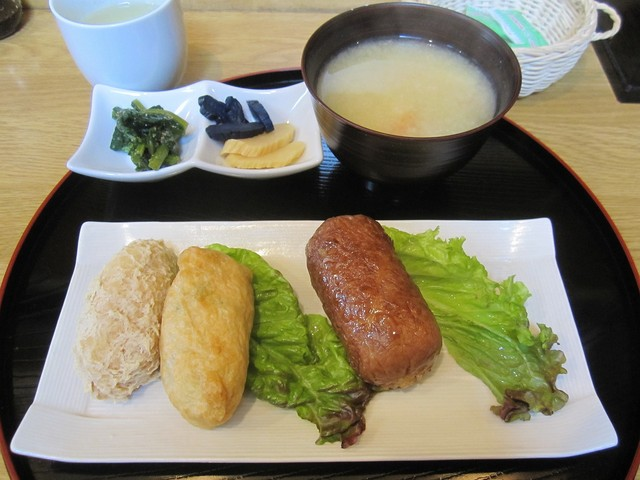 https://tabelog.ssl.k-img.com/restaurant/images/Rvw/7949/640x640_rect_7949018.jpg