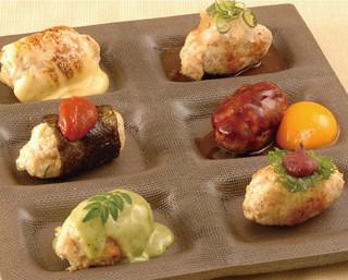 矗々家 - 【自家製つくね6種盛り】チーズ、おろしポン酢、卵黄、唐辛子味噌、木の芽味噌、しそ梅の6種類