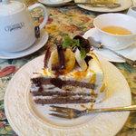 グロヴナーカフェ - バナナチョコケーキ