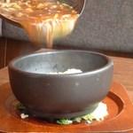 8480 - これが名物 石焼きあんかけ炒飯です。