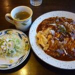 キッチン・カフェ けやき - 「けやき特製オムライス」(スープ、サラダ付き)(940円)