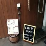 クロスロードカフェ - 入口のメニュー
