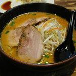 らーめん華小屋 - 味噌チャーシュー麺