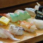 田中寿司 - 第一順目 たまご、甘えび、アジ、ミル貝、はまち、とり貝、赤貝、ホタテ、トロ鉄火巻