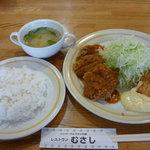 レストラン むさし - 2品セット(メンチカツ、カニクリームコロッケ)(870円)