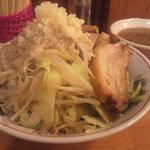 自家製太麺 ドカ盛 マッチョ - つけそば並(700円)ニンニク増し野菜増し背脂増し