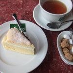 梅蔵 - 洋ナシのケーキ。