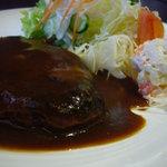 ファンファン - ハンバーグデミグラスソース、ポテトサラダ、野菜サラダ