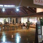 村山温泉 かたくりの湯 - 食堂は広々しています。