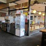 松屋 - 店に入ると店内はカウンター、小上がり、テーブル席とまさに郊外型のうどん店と言う感じの造りなってましたよ