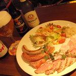 アンバーロンド - 当店自慢のお料理は素材厳選で、お酒がすすむものばかり!! 是非召し上がってください。ソーセージ・ハムは遠刈田のベルツさんからお取り寄せ。