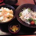 やじろべえ - 明太子サラダうどんと天ちらしランチ 924円