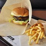 Burgers Cafe 池田屋 - 池田屋バーガーL(セットで850円)