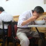 中華こんどう軒 - 昔ながらのメラニン合板のテーブルが懐かしい