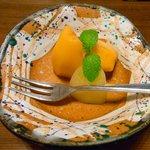 割烹 利助 - 水物 枇杷 キウイ ミント。