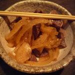 葉隠 - お通し♪もつと玉葱の和え物。
