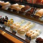 モンシェール - 堂島ロールにフロマージュ、カットロールと、ショートケーキ。