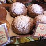 秀のパン工房 窯 - まだ購入したことがない系のパン。レジ寄りに置かれているので、お勧めっぽいです☆